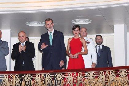 Los Reyes almuerzan en un paladar y asisten a una gala de danza en su honor en el Gran Teatro de La Habana