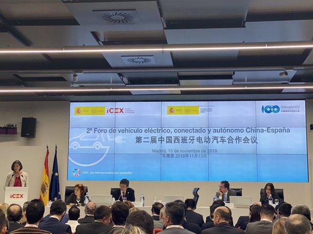 Reyes Maroto, ministra de Industria, Comercio y Turismo en funciones, inaugura el 2º Foro de vehículo eléctrico, conectado y autónomo China-España, en Madrid