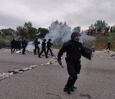 Els Mossos desallotgen els manifestants de l'AP-7 a Salt (Girona) (EUROPA PRESS)