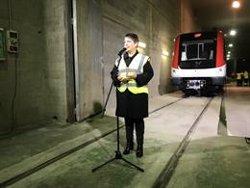 TMB recibe el primero de los 12 trenes que reforzaran las líneas 1, 3, 4 y 5 de Metro (EUROPA PRESS)