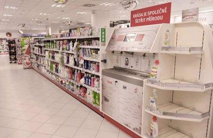 Un puesto para rellenar productos colocado en una farmacia checa se viraliza y nos recuerda la importancia del reciclado