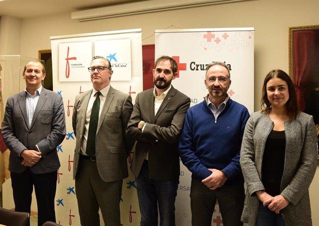 Rafael Huarte (Cruz Roja Navarra), Juanjo San Martín (Cruz Roja Navarra), Lucía Martinez Virto (UPNA), Miguel Navarrete (CaixaBank), y Javier Fernández Valdivieso (Fundación Caja Navarra).