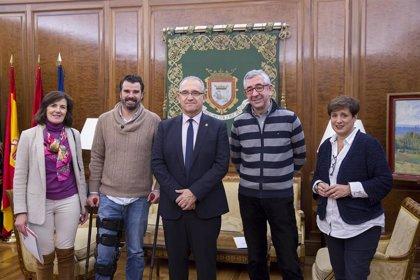 El alcalde de Pamplona se reúne con la Asociación Navarra de Familias Numerosas