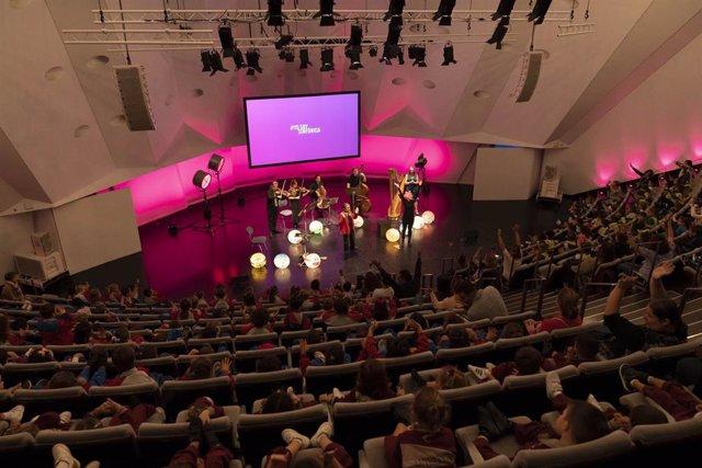 Representación de la propuesta educativa 'Cuentos, cámara... Acción' en la Sala de Cámara del Auditorio de Tenerife