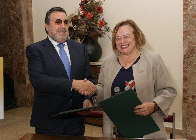 El presidente de Fundación ONCE y de Grupo Social ONCE, Miguel Carballeda, y la presidenta del CSIC, Rosa Menéndez