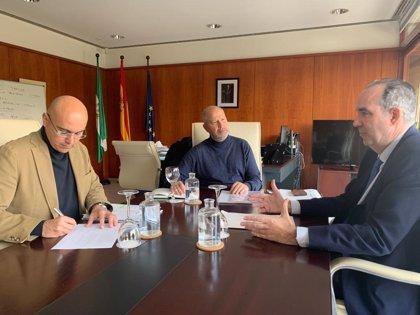 Javier Imbroda estudia con el Comisionado del Polígono Sur de Sevilla medidas contra el abandono y el fracaso escolar
