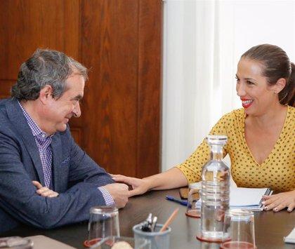 Patricia Hernández se reúne con Francisco Moreno para estudiar proyectos conjuntos entre Santa Cruz de Tenerife y RTVC