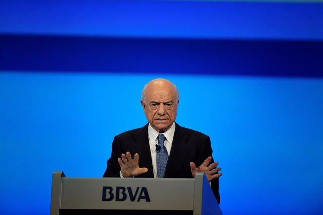 L'expresident del BBVA Francisco González intervé una reunió del BBVA.