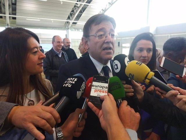 Imatge d'arxiu de Ximo Puig atienent els mitjans al costat de la consellera d'Innovació, Carolina Pascual.