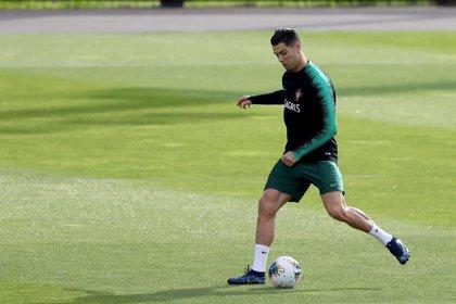 """Fernando Santos: """"Cristiano está aquí, está bien y va a jugar"""""""