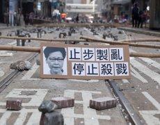 Els manifestants s'atrinxeren als campus universitaris de Hong Kong en una nova jornada de protestes (REUTERS / SHANNON STAPLETON)