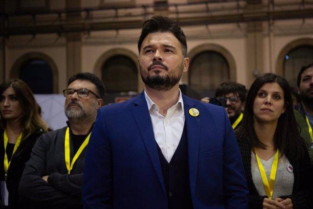 El diputado al Congreso de los Diputados por ERC, Gabriel Rufian durante la noche electoral del 10N en el Pabellón de la Estació del Nord de Barcelona (Catalunya, España), donde el partido sigue los resultados del escrutinio, a 10 de noviembre de 2019.