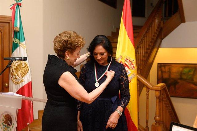 La cónsul honoraria de México en Canarias recibe el Premio Ohtli