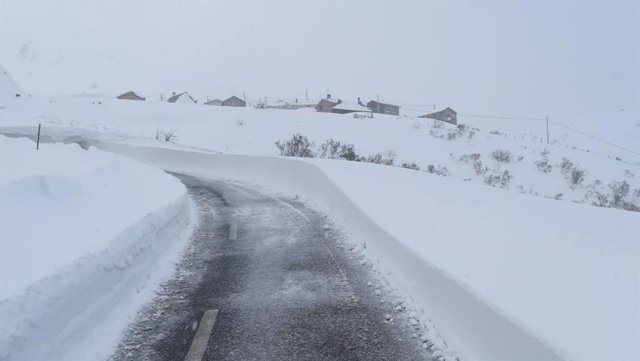 Nieve, necada, temporal, carretera con nieve, Asturias