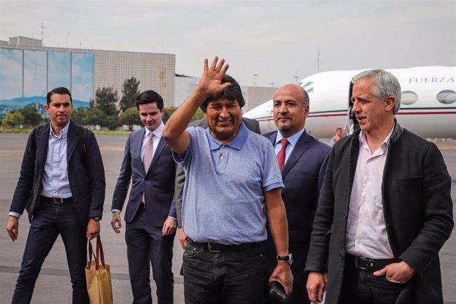 Evo Morales y Álvaro García Linera a su llegada a México