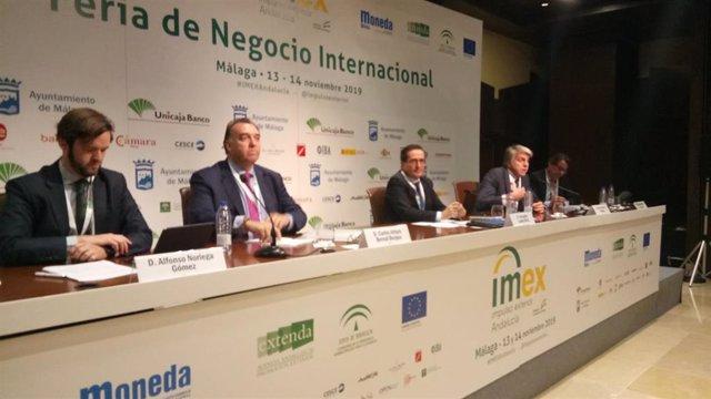 El director de Relaciones Institucionales de ICO, Alfonso Noriega; el CEO de Extenda, Carlos Arturo Bernal; el experto en internacionalización Fernando Laviña; el director de ICEX en Málaga, Rafael Fuentes y el de CESCE SUR, Álvaro Portes.