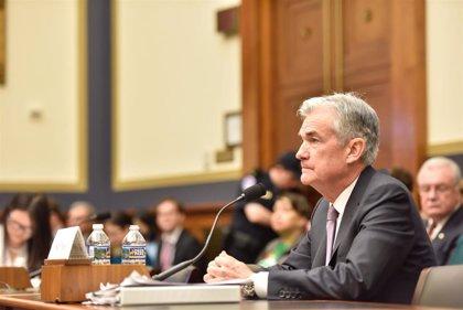 """Powell (Fed) alerta de """"riesgos notables"""" para la economía, aunque confía en que la expansión se mantenga"""