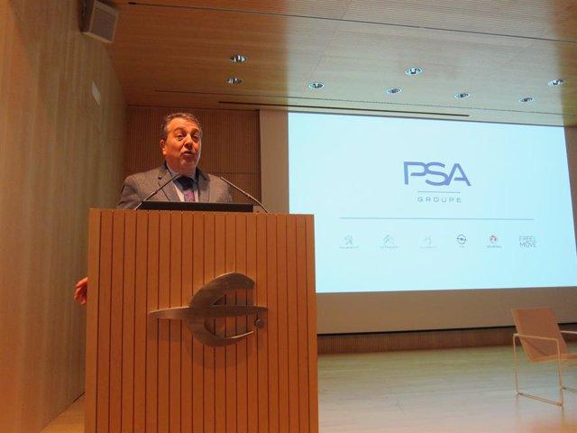 El director del Clúster Ibérico de Groupe PSA y de la planta de Figueruelas (Zaragoza), Juan Antonio Muñoz Codina, imparte una conferencia en un ciclo de Mobility City.