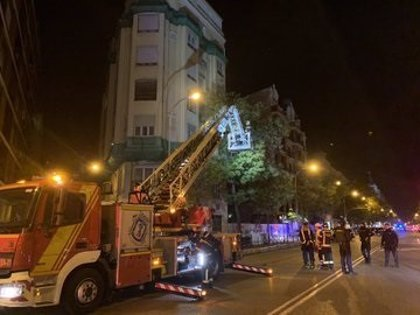 Desalojado un edificio de siete plantas en la calle Alcalá por altos niveles de gas en una de las viviendas