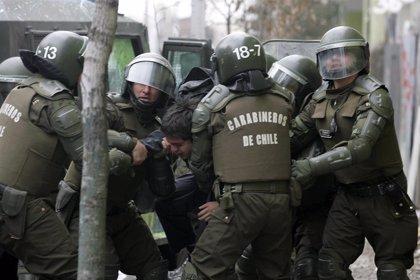 El jefe de Carabineros desata la polémica al decir que ningún agente será cesado por su actuación en las protestas