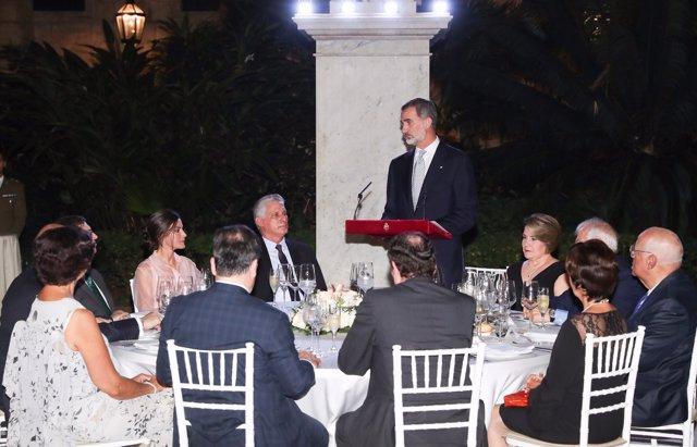 El Rey Felipe VI da un discurso durante su visita a Cuba