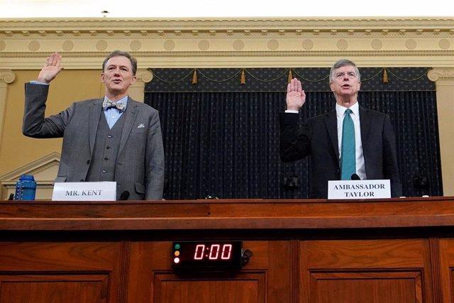 Taylor y Kent testifican ante la Comisión de Inteligencia de la Cámara de Representantes durante la primera vista del impeachment.