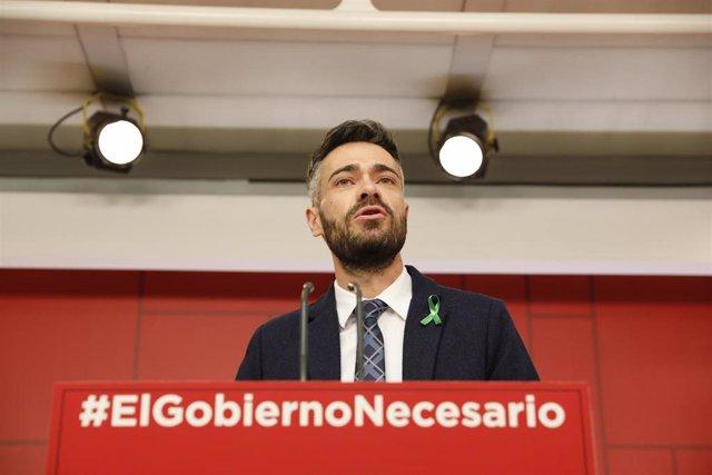 El portavoz adjunto del Grupo Socialista, Felipe Sicilia, en declaraciones a medios de comunicación.