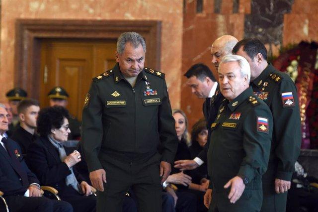 De uniforme en el centro de la imagen el general Sergei Shoigú, ministro de Defensa de Rusia