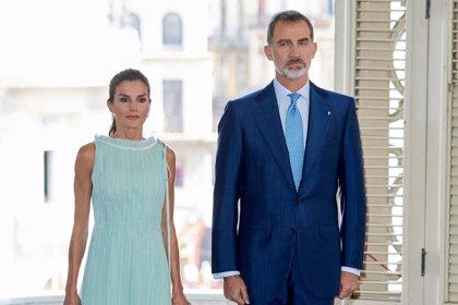 La Reina Letizia brilla en Cuba con dos estrenos de Nina Ricci y Maje