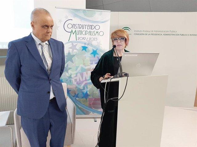 La secretaria general de la FAMP, Teresa Muela Tudela, y el director general del IAAP, Juan Carlos González González.