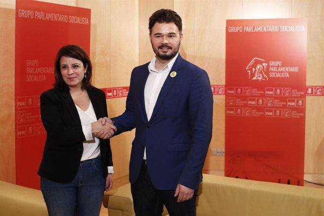 Adriana Lastra es reuneix amb el portaveu d'ERC Gabriel Rufián (Arxiu).