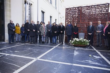 El Parlamento Vasco conmemora el 'Día de la Memoria' con la participación de todos los partidos salvo el PP