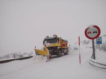 Aragón tiene preparadas 140 máquinas quitanieves para atender las dificultades invernales en carreteras nacionales