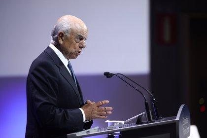 El juez imputa a Francisco González y le cita a declarar el 18 de noviembre por los pagos del BBVA a Villarejo