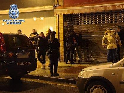 La Policía Nacional identificó, en la noche de Halloween, a más de 50 menores intentando acceder a discotecas de Logroño