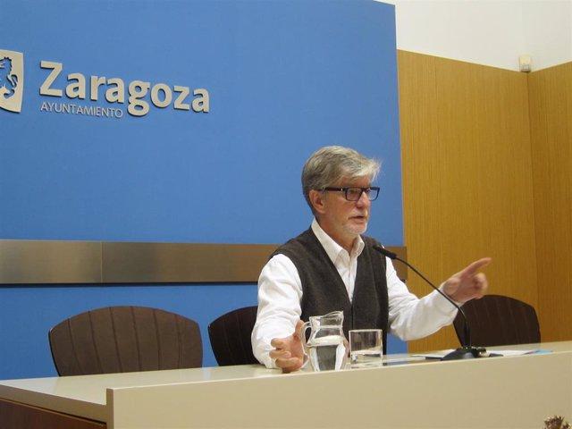 El portavoz de ZeC en el Ayuntamiento de Zaragoza, Pedro Santisteve