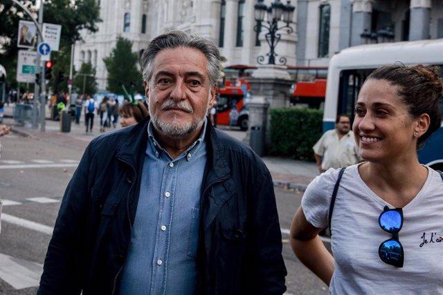 El portavoz del PSOE en el Ayuntamiento de Madrid, Pepu Hernández y la edil socialista, Enma López,, celebran el Día Europeo Sin Coches, en Madrid (España) a 21 de septiembre de 2019.