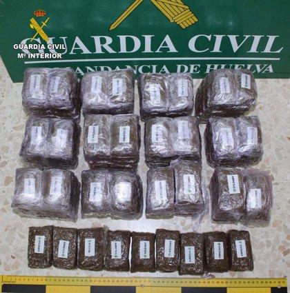 Un detenido en Huelva tras localizar 14 kilos de hachís en el maletero de un vehículo