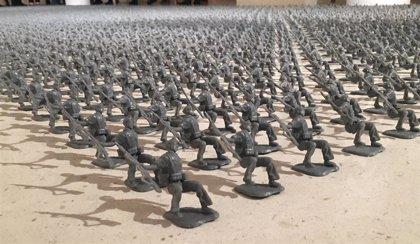 Una muestra del IVAM invita al visitante a reconstruir la Guerra Civil a través de 4.000 soldados de juguete