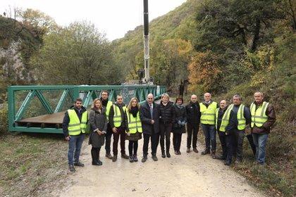 Colocada la pasarela de Kaxarna enntre Imotz e Irurtzun para adecuar el recorrido en bici del proyecto Ederbidea
