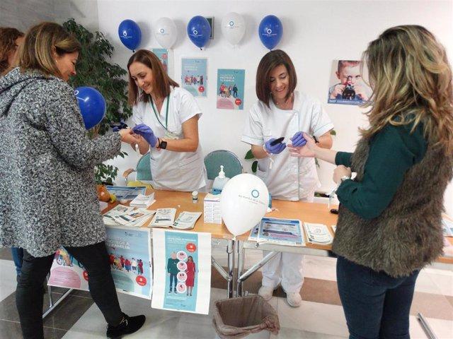 El Área de Enfermería de Medicina Interna del Hospital Costa del Sol realiza una campaña para informar y concienciar sobre la diabetes
