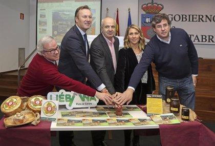 Correos dedica un sello a las DOP Miel de Liébana y Queso Picón Bejes-Tresviso