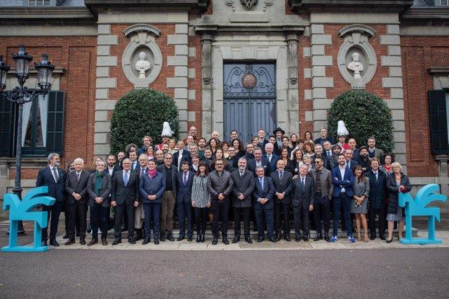 Foto de família dels guardonats dels 66 Premis Ondas al Palauet Albéniz a Barcelona, 14 de novembre del 2019.