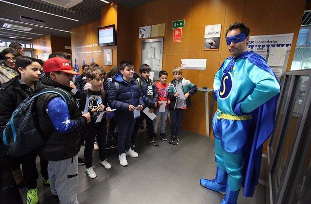 Alumnos durante una visita al OAR