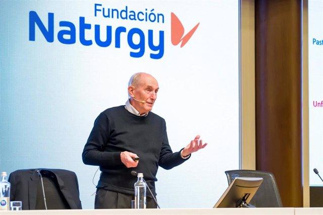 El experto Vaclav Smil en una conferencia de la Fundación Naturgy