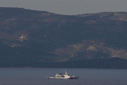 Turquía intercepta una embarcación con más de 50 migrantes frente a sus costas en el mar Egeo