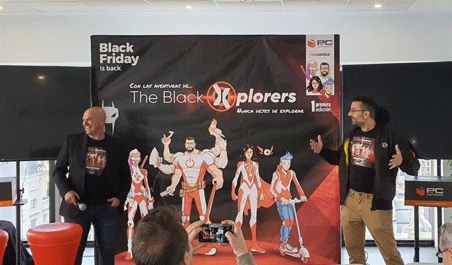 El CMO de PcComponentes, Fererico Iglesias (izquierda) y el dibujante de cómic Salva Espín (izquierda) presentan la campaña de Black Friday 2019 de PcComponnetes en Madrid.