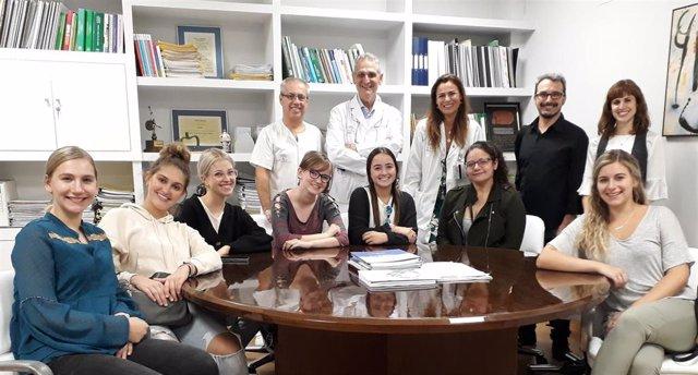Estudiantes norteamericanos visitan el área de Radiodiagnóstico del Hospital de Valme.