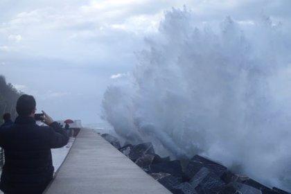Cortada la carretera N-634 entre Zarautz y Getaria por riesgo marítimo costero