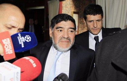 Maradona, de nuevo en pie de guerra contra sus hijas: pretende desheredarlas